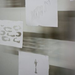installatie: handgeschept papier, snijwerk